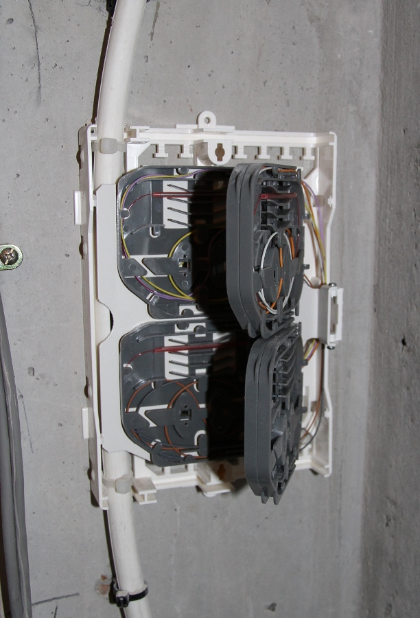 Photos d 39 une installation free quadrifibre - Raccordement fibre optique immeuble ...