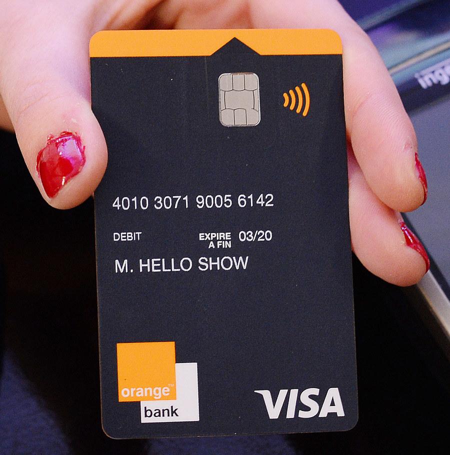 Carte Bancaire Gratuite Orange.Le Show Hello 2017 D Orange Orange Bank Wifi Intelligent