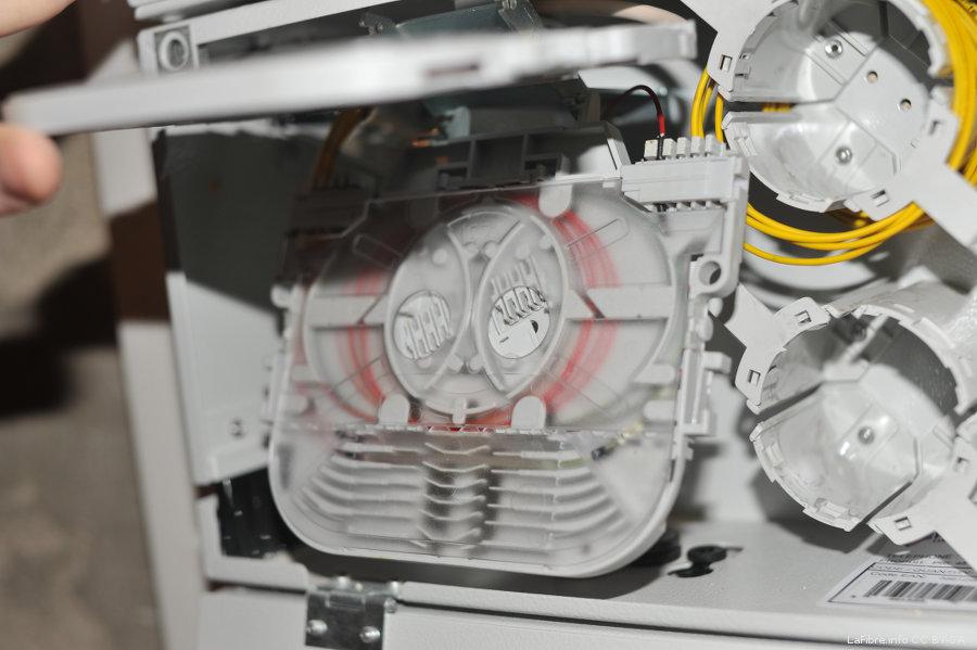 Paris 17 photos d 39 une installation sfr fibre optique gpon sur un pm ora - Installation de la fibre optique chez soi ...