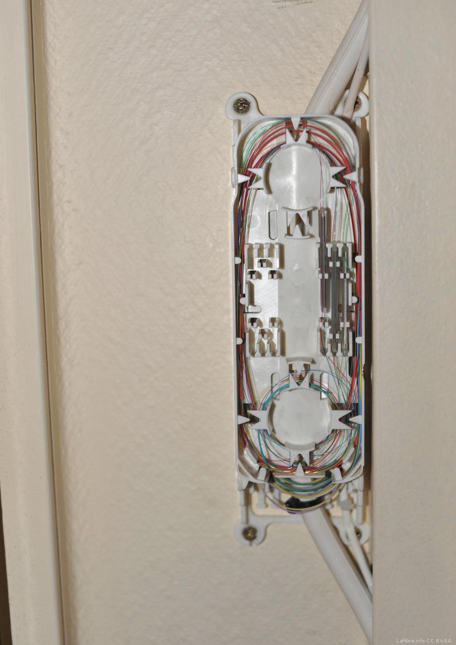 Paris 17 photos d 39 une installation sfr fibre optique gpon sur un pm ora - Installer la fibre optique chez soi ...